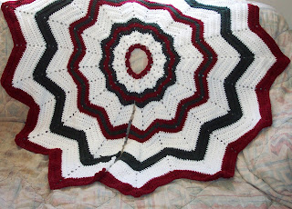 SmoothFox Crochet and Knit: SmoothFox's Christmas Tree Skirt ...