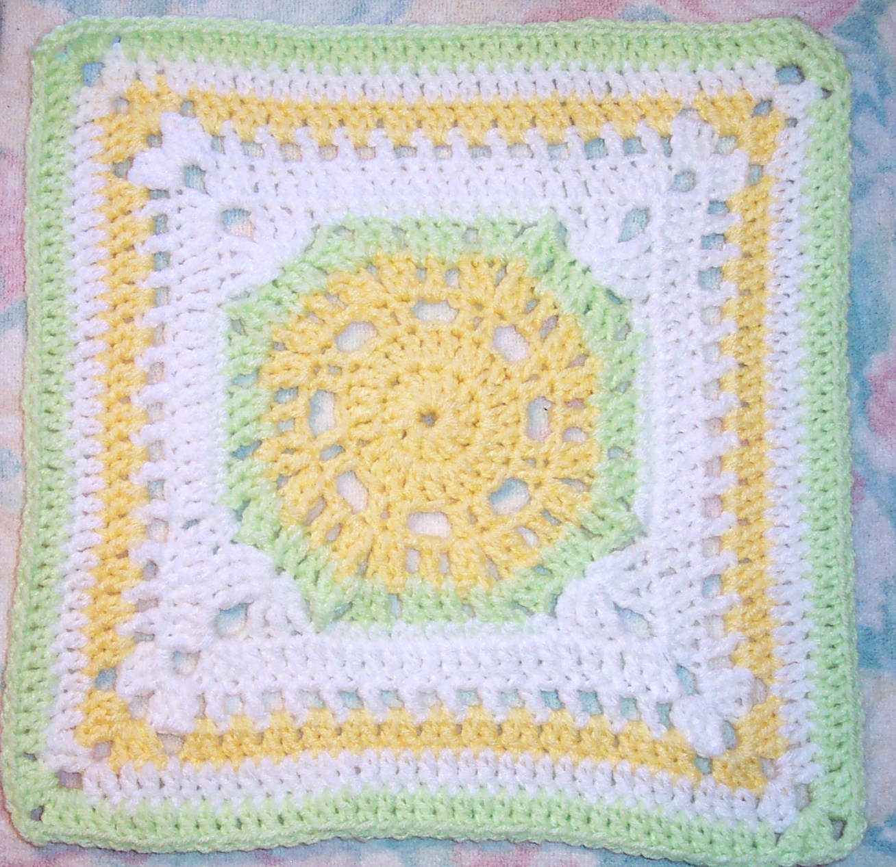 Knitting Patterns For 12 Inch Squares : SmoothFox Crochet and Knit: SmoothFoxs Lemony Lime Citrus Square 12x12 F...