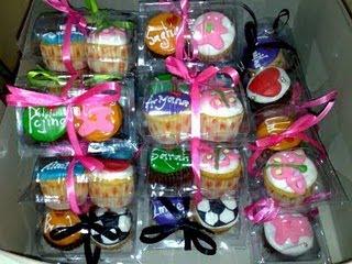 Contoh kek cawan untuk dijadikan buah tangan kepada tetamu majlis ...