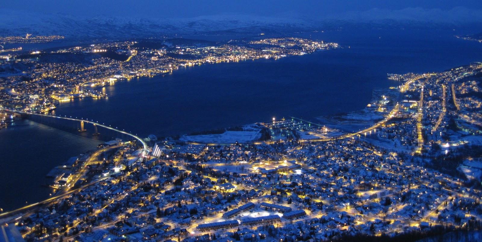 Nattsnakk Fra Longyearbyen Troms 248 The Port To Arctic