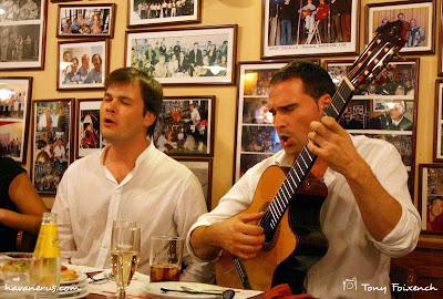 Arjau, Jordi Grau i Jordi Rubau, a la taverna la Bella Lola