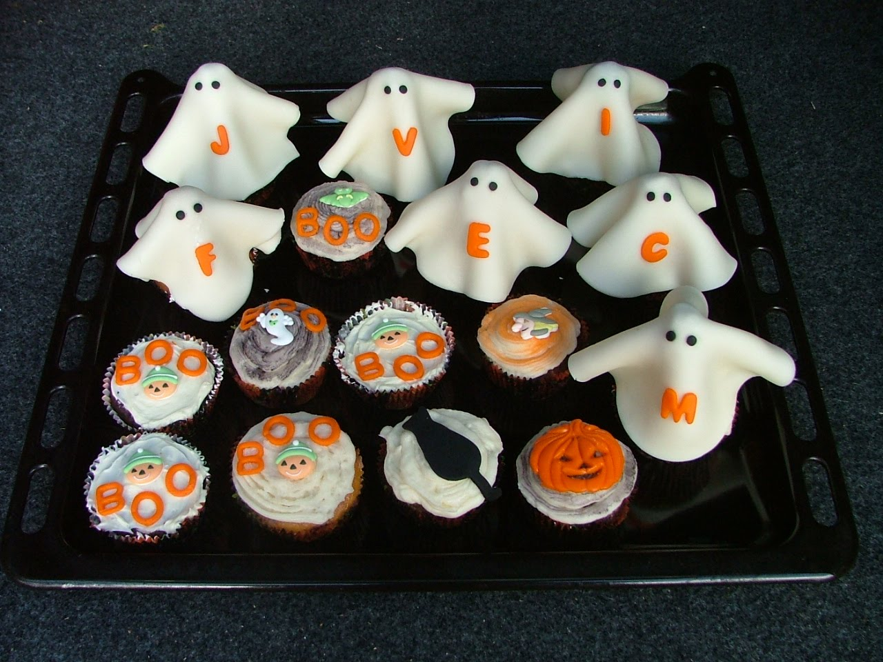 Jack o lantern cupcake pan and stencils for your halloween Halloween cupcakes