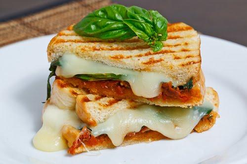 Aan Jeanne`s Keukentafel: Zongedroogde Tomatenpesto Kaas ...