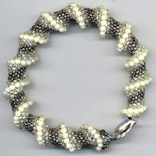 http://4.bp.blogspot.com/_VY63Kc5m5O4/Sx6eT8BgEpI/AAAAAAAAAJQ/-Tu0zX3-dGc/s1600-h/BraceletCellini+002.jpg