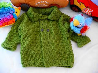 Chompa tipo saquito para invierno realizado en lana Dominó verde y ...