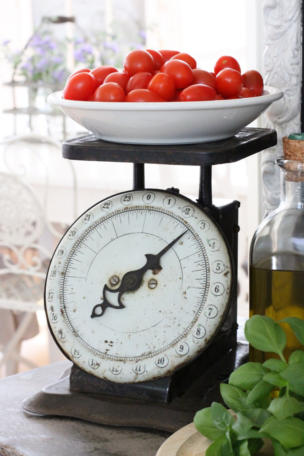 Old fashioned kitchen scale i weigh my food while cooking for How much is a kitchen scale