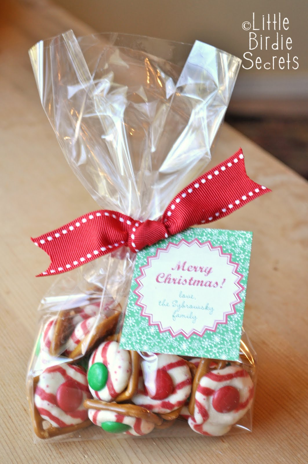 Holiday pretzel kisses last mintute christmas treats for Christmas cookies to make for gifts