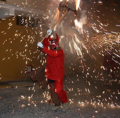 Aparells del correfoc: Màquina de cremar + dimonis enroscat