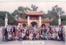Tập thể lớp Văn K44 ĐHSP Huế thăm mộ Nguyễn Trãi tại Côn Sơn