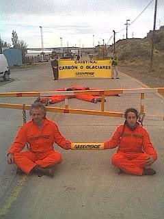 Greenpeace durante la campaña en calafate