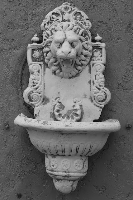 lion hollywood highland avenue ave los angeles california