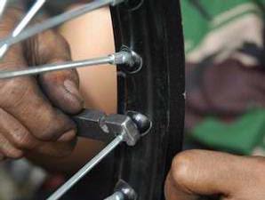memperbaiki velg motor jangan khawatir jika velg motor anda rusak