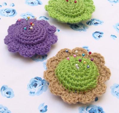 Acericos a crochet en forma de flor para el día de las madres Aquí