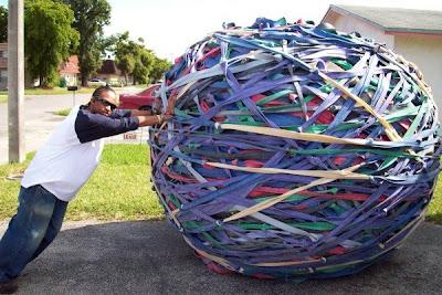 http://4.bp.blogspot.com/_VjKnsRQ11tY/TACcWzAeytI/AAAAAAAAAHM/Er0dQMoi0eU/s400/Largest-rubber-band-ball-600x400.jpg