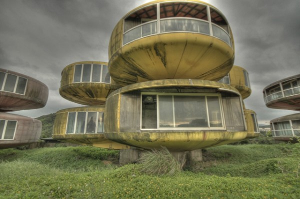 UFO-style houses in Sanjhih, Taiwan02