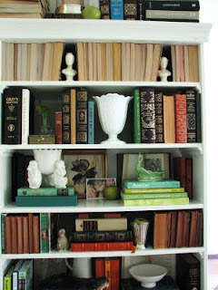 How to decorate a book shelf