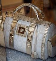 http://4.bp.blogspot.com/_Vk2ir6UMOjY/TDAItAW1KGI/AAAAAAAAACY/VCX9sgBBgRU/s400/fashion-handbags1.jpg