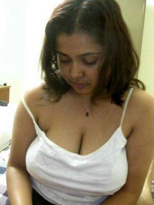 mallu mallu hot mast aunty hot cleavage show