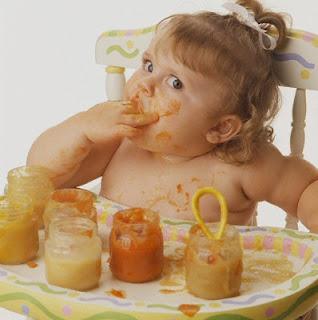 Bebeklerle yemek yemek