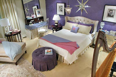 You - the star, and thus - in your bedroom a place of glamor. Mirrors and crystal chandeliers, silk and velvet, Persian carpets and exquisite ottoman, photos, movie stars in the framework.