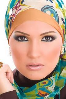 Tips Memakai Makeup Untuk Wanita Berjilbab