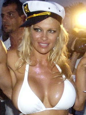 Pamela Anderson sexy pictures news 2011