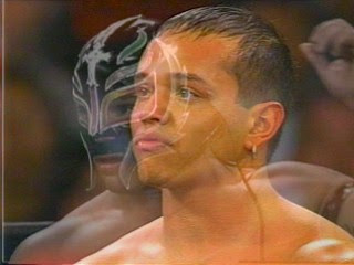DUNIA GUSTI: -Ray Mysterio un masked.