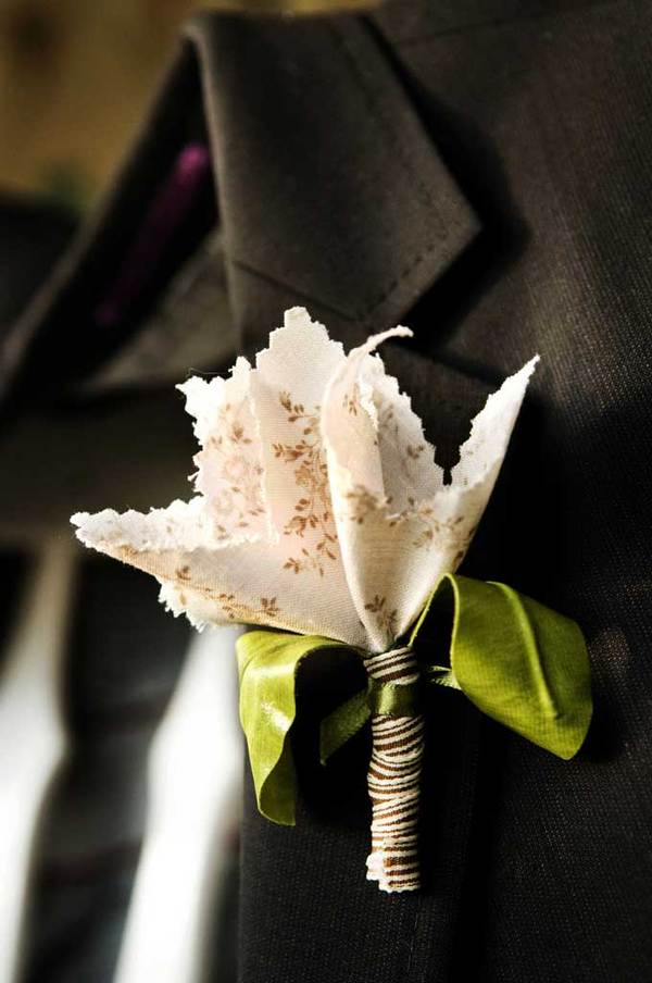 Here are some seasonal doityourself boutonniere ideas from Darcy at Martha
