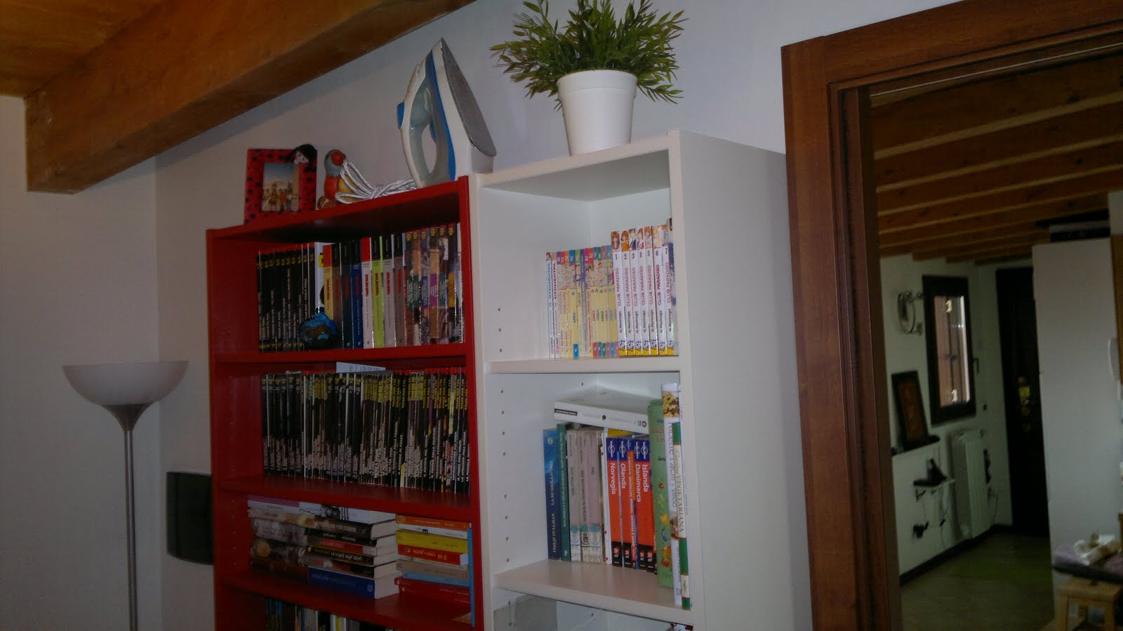Ikea scrivania angolare libreria con scrivania for Libreria con scrivania incorporata