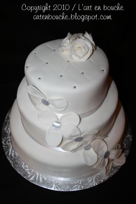 gteau de mariage blanc 2 prix sur facebook httpwwwfacebookcompageslart en bouche167781533265320 - Tarif Gateau De Mariage