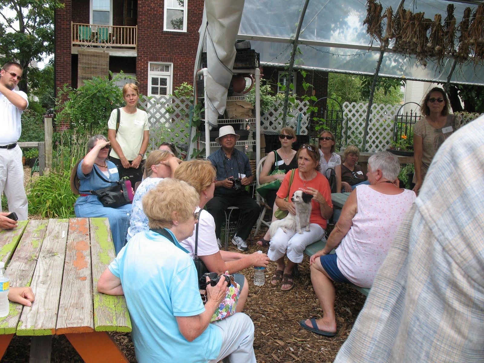 http://4.bp.blogspot.com/_Vx2FmMKE9w4/TD9NvcF1iZI/AAAAAAAAAOo/XaIKVon98JQ/s1600/urban+farm+tour+-+Everyone+learning,+even+the+neighborhood+pooch.JPG