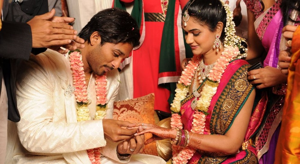 Tollywood star Allu arjun Engagement pics | Wallpapers