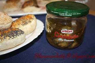 Sandwich di pasta sfoglia con prosciutto cotto e carciofini
