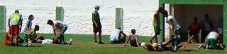 Após treino, jogadores fazem alongamento!