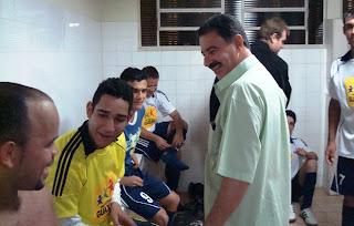 Prefeito Roberto - Visita vestiários dos vencedores - Guaxupé