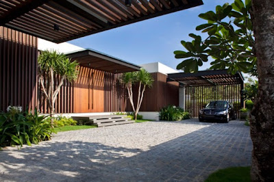 House with Enclosed Internal Garden