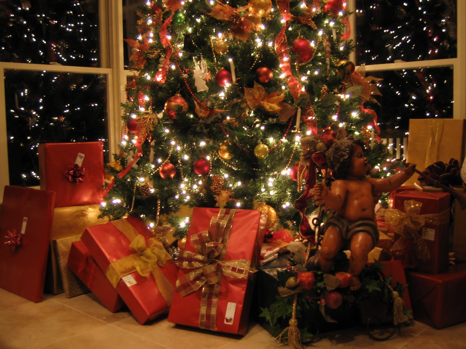 Southern Chateau Real Or Faux Christmas Tree