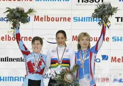 Melbourne 2004 -  Yoanka González, Mandy Poitras y Olga Slyusareva