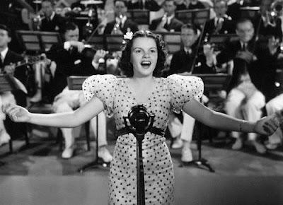 Judy Garland en Locuras de estudiantes (1936)