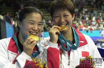 Sydney 2000 - Ju Li y Wang Nan, campeonas de dobles en tenis de mesa