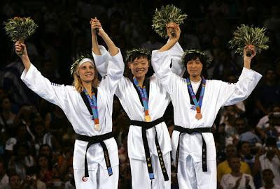 Atenas 2004 - Medallistas en taekwondo (-67 kg), con Luo Wei, Elisavet Mystakidou y Hwang Kyung-Sun