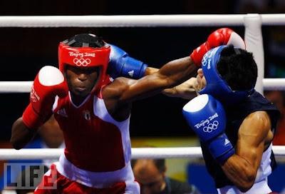 Carlos Banteaux, plata en boxeo