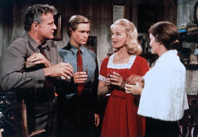 Brian Keith, Brandon De Wilde, Linda Evans y Vera Miles en La familia Calloways (1965)