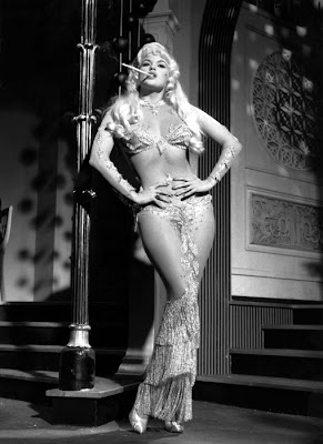 Jayne Mansfield en Too hot to handle (1960)