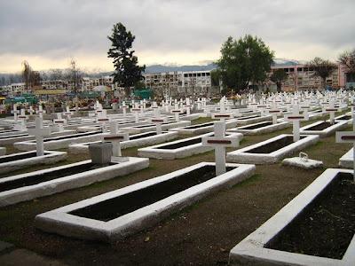Sepulturas de los fallecidos en la Tragedia del Humo, en el Cementerio de Rancagua