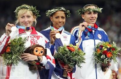 Tatiana Tomashova, Kelly Holmes y Maria Cioncan - Atenas 2004