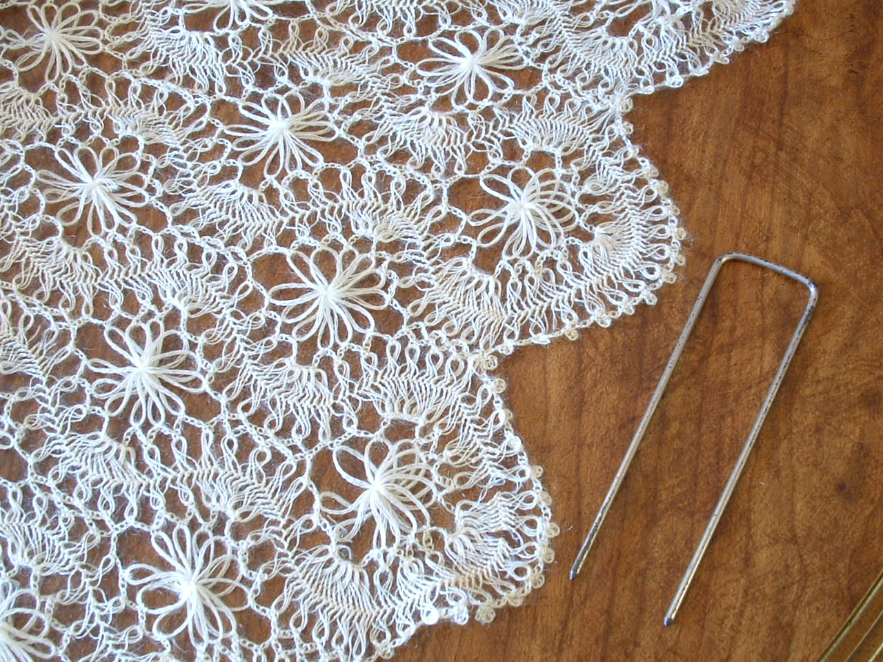 Knitting Hairpin Lace Pattern : 1000+ images about Hairpin Lace on Pinterest Free pattern, Loom and Shawl