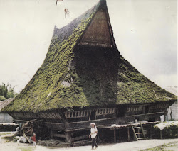 RUMAH ADAT BATAK KARO