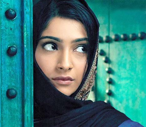 Sonam Kapoor Hot Wallpapers In Saree. Sonam Kapoor: