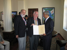 Entrega Diploma a George Ryskamp, de Utah, USA